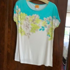 White knit shirt with flowers
